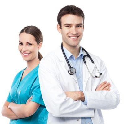 para lekarzy uśmiechnięci